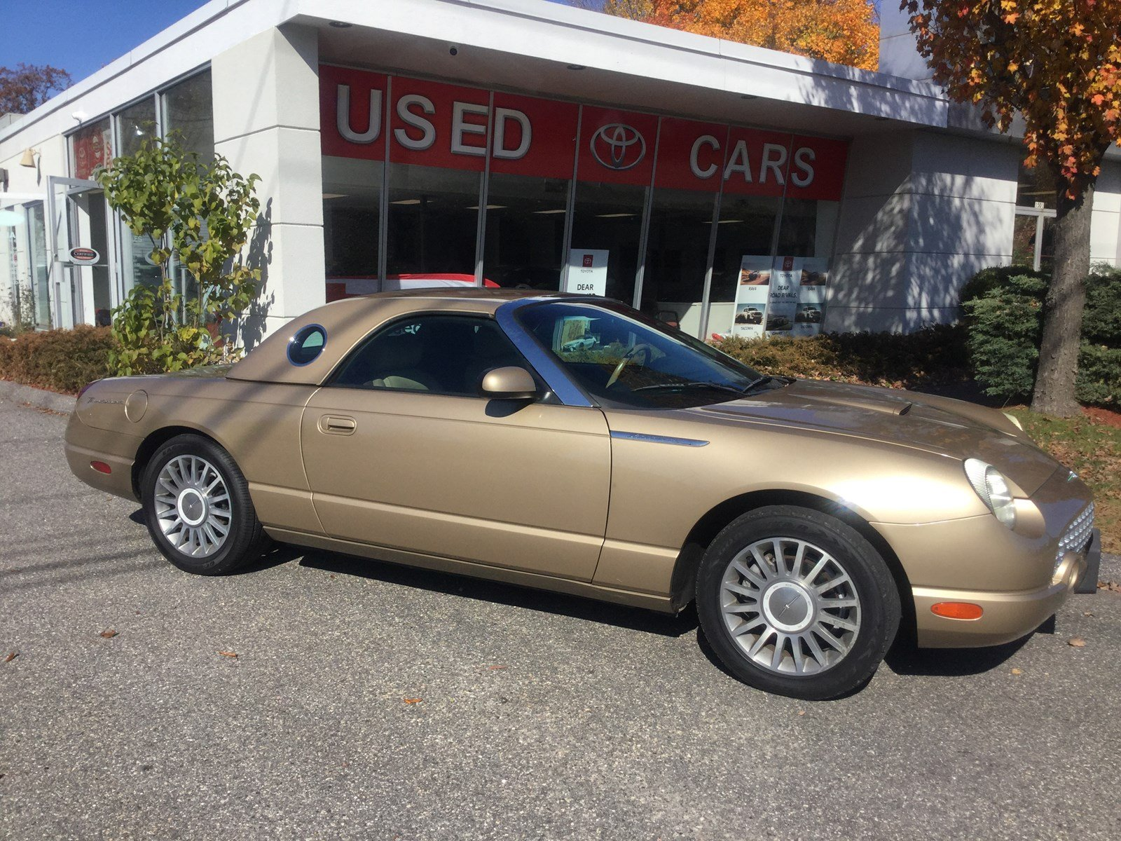 Pre-Owned 2005 Ford Thunderbird Base